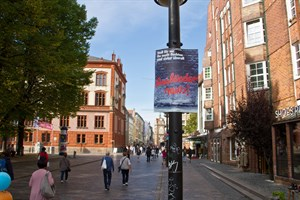 """""""Ausländer raus""""-Plakat in Rostock"""
