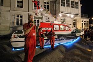 """""""Adele"""", das ehemalige Tochterboot des Seenotrettungskreuzers """"Vormann Steffens"""", ist die neue Attraktion vor dem Informationszentrum der Seenotretter in Rostock-Warnemünde"""