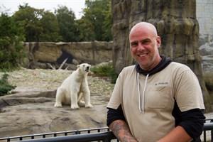 Ihm fressen die Rostocker Eisbären aus der Hand: Tierpfleger Matthias Petzold