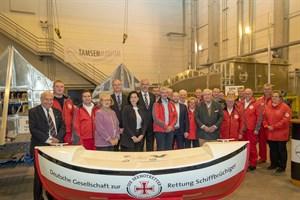 Bei Tamsen Maritim in Rostock wurden heute drei neue Seenotrettungsboote auf Kiel gelegt – in Anwesenheit von Spendern, Seenotrettern und Mitarbeitern der Werft (Foto: DGzRS/Martin Stöver)