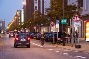 Nachdem die Verkehrsführung in der Langen Straße geändert wurde, herrscht Unsicherheit.