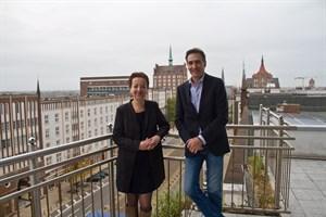 Bauamtsleiterin Ines Gründel und WIRO-Geschäftsführer Ralf Zimlich geben den Start des WIRO-Miet-Ankers bekannt.