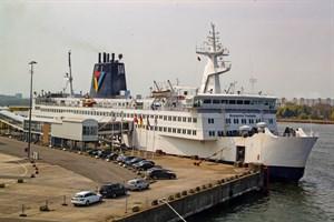 """Am Freitag wird die """"Kronprins Frederik"""" zu einem Probeanlauf an ihrem alten Liegeplatz 67 im Überseehafen Rostock erwartet (Foto: Archiv)"""