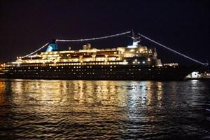 """Kreuzfahrtschiff """"Albatros"""" beendet Kreuzfahrtsaison in Warnemünde"""