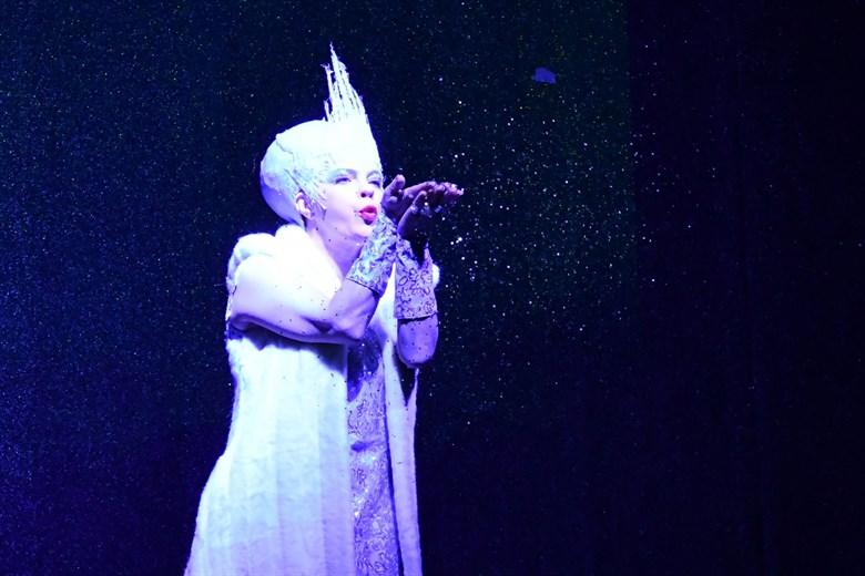 Uraufführung des Weihnachtsmärchens Schneekönigin