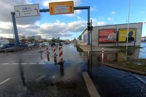 Sturmtief Zeetje sorgte für Hochwasser und Verkehrsbehinderungen in Rostock