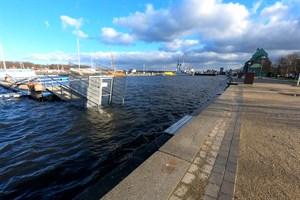 Hochwasser im Stadthafen Rostock