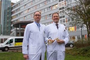 Der neue und der ehemalige ärtzliche Direktor des Klinikums Südstadt Prof. Dr. Jan Roesner und Prof. Dr. Hans-Christof Schober