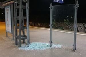 Wetterunterstand am S-Bahn-Halt Parkstraße beschädigt (Foto: Bundespolizeiinspektion Rostock)