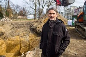 Fred Tribanek vom Munitionsbergungsdienst M-V wird die Fliegerbombe am Rosengarten in Rostock morgen entschärfen