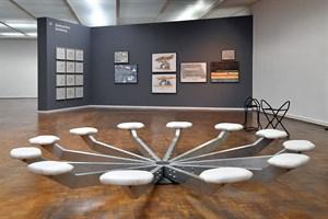 Die Wippe ist ein zentrales Element in der 1. Etage, die für eine besondere Form der Kommunikation ausprobiert werden kann. (Foto: Joachim Kloock)