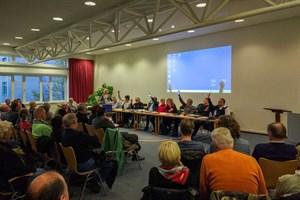 Der Ortsbeirat Warnemünde stimmt über die Vertagung der Beschlussvorlage zur Erarbeitung eines Entwurfs zur Mittelmole ab.