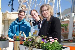 Zoo-Marketing-Chef René Gottschalk, Ostermarkt-Projektleiterin Marie Henschke und Pastorin Elisabeth Lange freuen sich auf den Rostocker Ostermarkt 2019.
