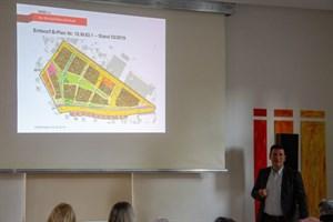 Wohnen am Werftdreieck – Bebauungsplan geht in die heiße Phase - Wiro-Prokurist Christian Jentzsch erläutert den Entwurf