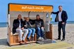 Erster barrierefreier Strandkorb in Warnemünde