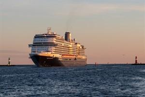 """Erstanlauf des Kreuzfahrtschiffes """"Nieuw Statendam"""" im Kreuzfahrthafen Rostock-Warnemünde"""