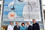 Eisbär grüßt vom Klinikparkhaus in der Südstadt