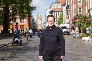 Anita Hemp ist als Cityvogt in Rostocks Innenstadt unterwegs