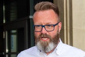 Claus Ruhe Madsen gewinnt die Oberbürgermeister-Stichwahl in Rostock