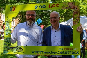 Claus Ruhe Madsen (links) mit dem amtierenden Oberbürgermeister Roland Methling