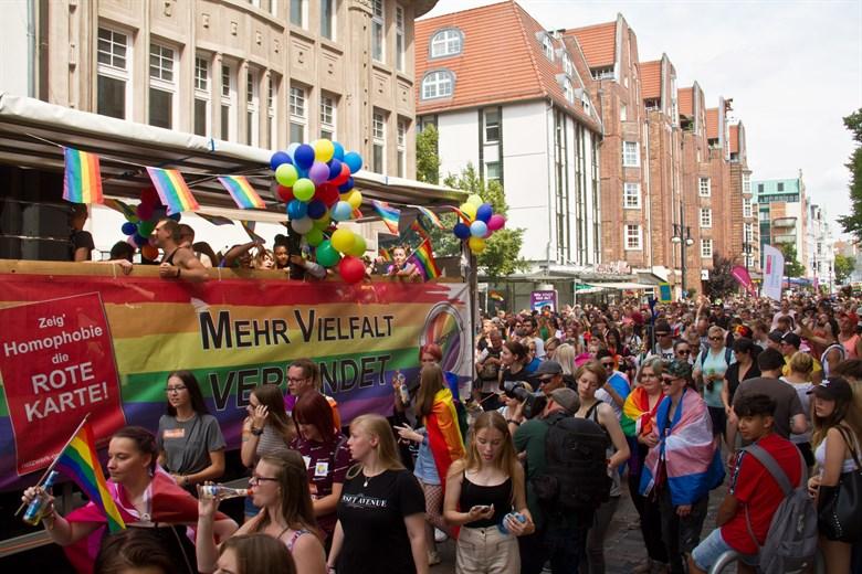 Gay-Pride: So bunt war der CSD in Rostock 2019