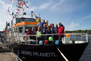 Die Crew des Helmholtz-Zentrums Geesthacht auf der Ludwig Prandtl im Stadthafen Rostock