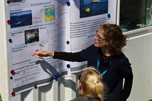 Forscher informieren über Monsterwellen, Schiffsabgase und Klimawandel in der Ostseeregion
