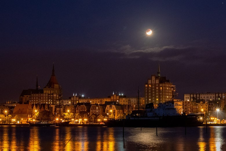 Partielle Mondfinsternis über Rostock