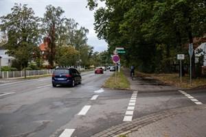 Stadtauswärts gibt es in der Parkstraße Warnemünde keinen eigenen Radweg, stadteinwärts nur einen schmalen Radfahrstreifen, allerdings nicht durchgängig