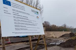 Aufschüttung für das Gebäude zur Landstromversorgung in Warnemünde
