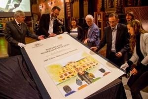 Rostocker Riesenbuch in der Universitätskirche enthüllt
