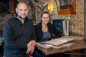 Katharina Becker und Alexander Neumann bilden den aktuellen Vereinsvorstand im Studentenkeller (Foto: Universität Rostock/Thomas Rahr)
