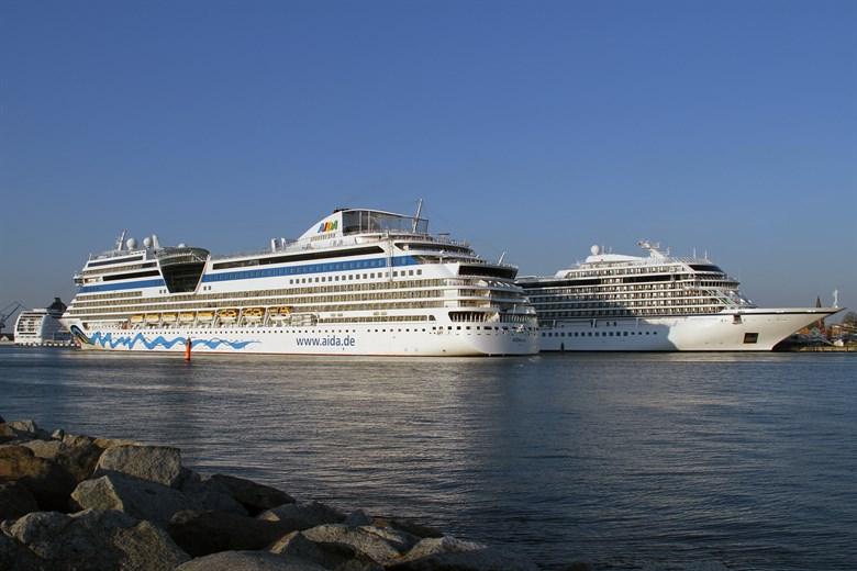 kreuzfahrtschiffe in warnemünde 2019
