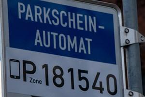 Handy-Parken in Rostock gestartet - die sechsstellige Nummer kennzeichnet die Parkzone
