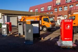 Verschiedene selbst pressende Solarpapierkörbe wurden 2019 in Rostock getestet (Foto: Archiv)