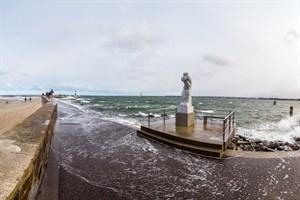 Sturmflut in Warnemünde - Hochwasser an der Westmole