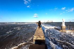 So hoch wie Anfang 2019 soll die Ostsee morgen früh in Warnemünde nicht steigen (Foto: Archiv)