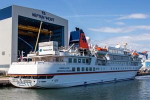 """Hapag-Lloyd Cruises hat die """"MS Bremen"""" aufgrund der Corona-Pandemie bei der Neptun Werft in Rostock-Warnemünde aufgelegt"""
