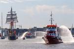 Segelschiff, Seenotkreuzer und Feuerlöschboot