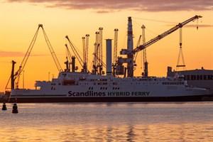 """Scandlines-Fähre """"Copenhagen"""" mit Rotorsegel"""