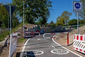"""Die Umlaufsperre (""""Drängelgitter"""") am Radschnellweg sorgt für Kritik"""