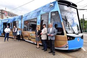 "Neue ""Klima-Straßenbahn"" in Rostock unterwegs (Foto: Joachim Kloock)"