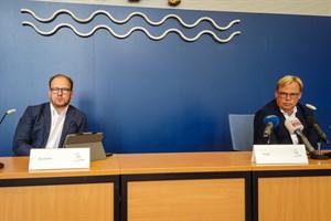 Corona-Fälle bei Crews auf Aida-Kreuzfahrtschiffen in Rostock: Steffen Bockhahn, Senator für Jugend, Soziales, Gesundheit und Schule (links) und Hansjörg Kunze, Vice President PR & Communication, AIDA Cruises