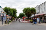 Außengastronomie in Warnemünder Mühlenstraße