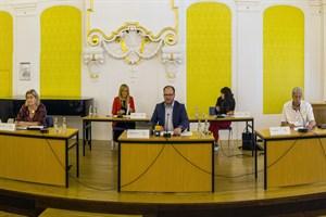 Schulstart in Rostock - Regelbetrieb unter Coronabedingungen, Pressekonferenz mit Steffen Bockhahn, Senator für Jugend, Soziales, Gesundheit und Schule (Mitte)