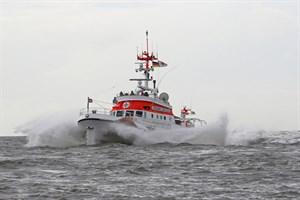 Seenotretter retten gekenterten Kajakfahrer vor Warnemünde (Archivfoto: Die Seenotretter – DGzRS / Sven Claussen)