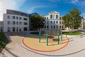 Die sanierte und erweiterte Heinrich-Heine-Grundschule in Rostock-Warnemünde