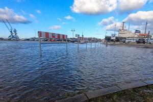 Am Christinenhafen soll das Gelände als Hochwasserschutz aufgeschüttet werden (Foto: Archiv)