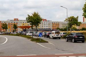 Gratis Kraftstoff bei Jet in Rostock-Lütten-Klein: Anfangs reichte die Warteschlange fast bis ans Parkhaus am GDZ