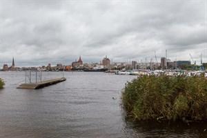 Hochwasser am Warnow-Ufer von Rostock-Gehlsdorf
